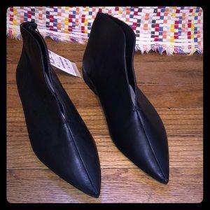 Zara *New* pointy leather booties size 7